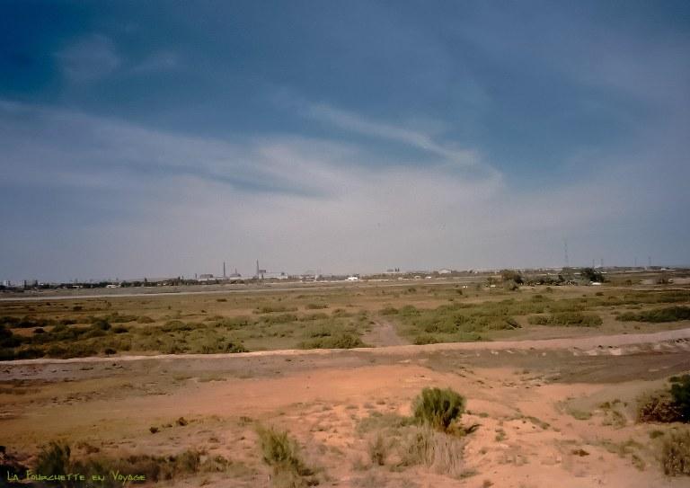 Au loin un port .Mer d'Aral